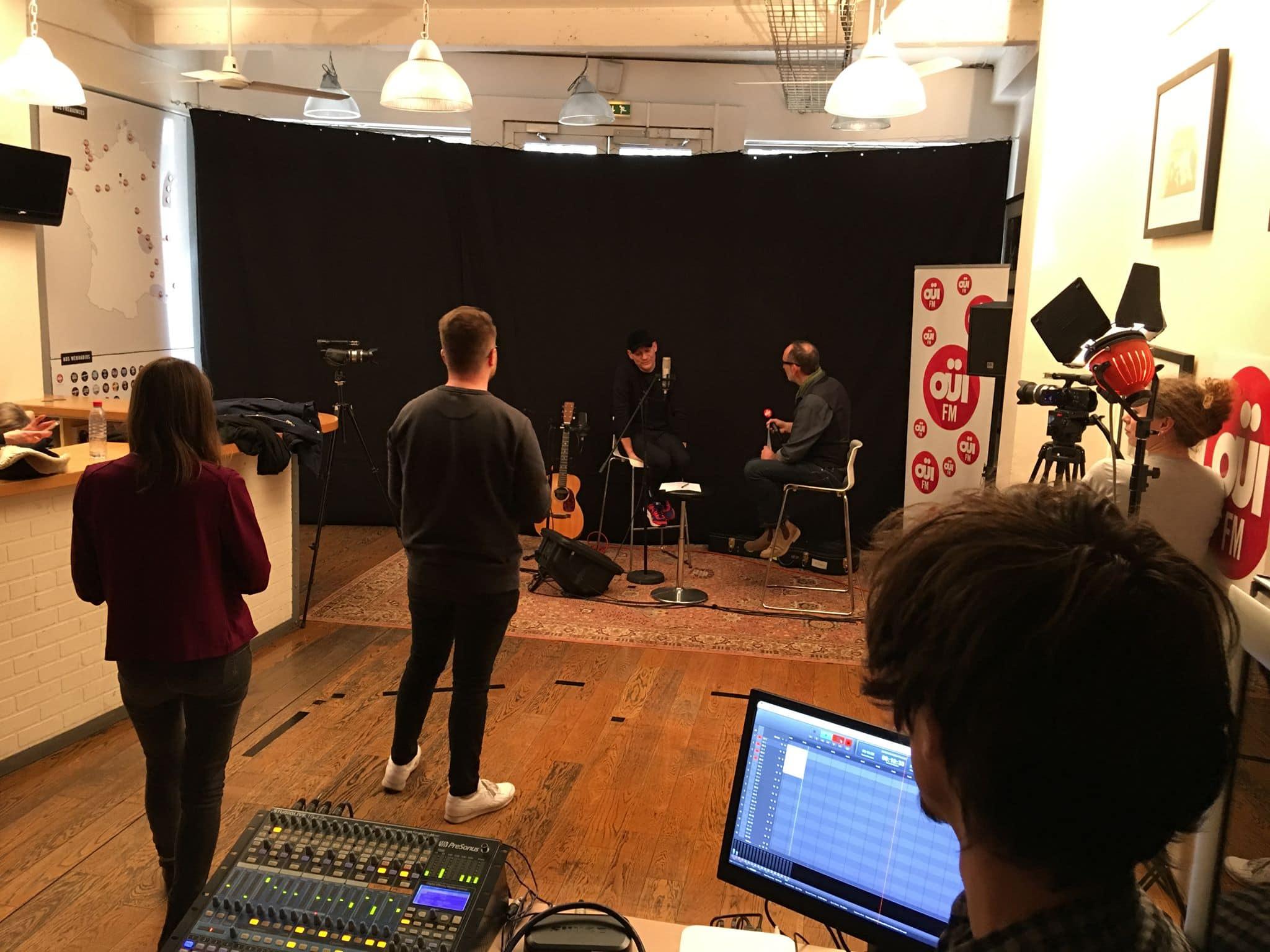 Les eleves abbey road institute paris enregistrent gaetan roussel pour Oui FM
